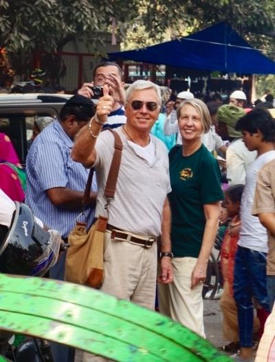 Kjell och Tina från Swed-Asia Travels, mitt i Delhivimlet.