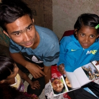 Shristi med familj studerar Pema i Bhutan!