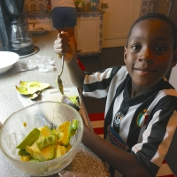 Adam tar över och omvandlar till guacamole!